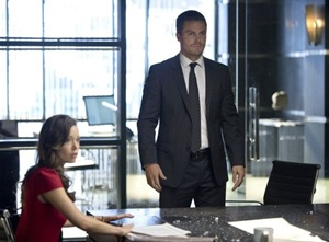 """Arrow -- """"City of Heroes"""" -- Image AR201a_0125b -- Pictured (L-R): Isabel Rochev as Summer Glau and Stephen Amell as Oliver Queen -- Photo: Cate Cameron/The CW -- © 2013 The CW Network. All Rights Reserved"""