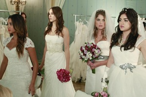 pretty-little-liars-Unbridled-15