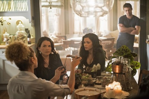 Witches-of-East-End-Season-2-Episode-5-Boogie-Knights-4