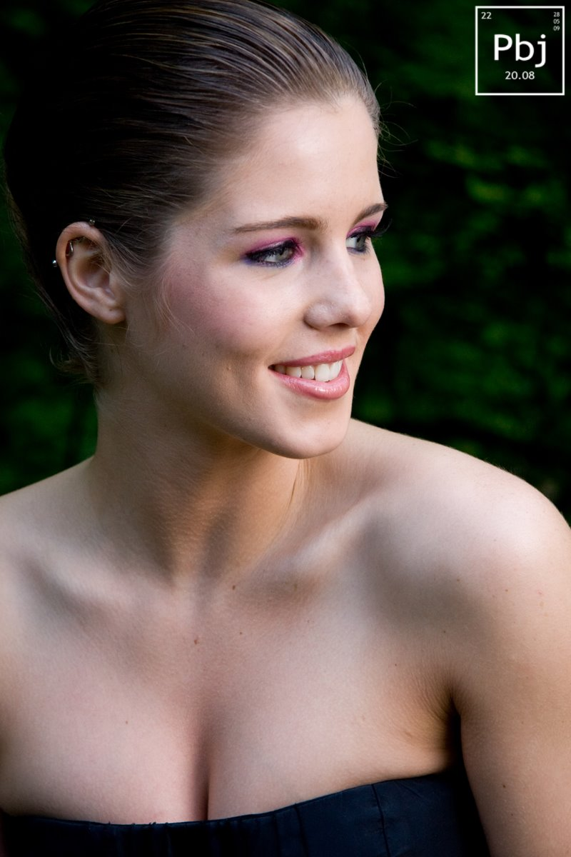 Hot TV Babe Every Week:Emily Bett Rickards